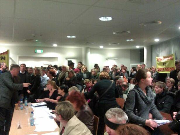 Na sesji rady Bielan głosowano w sprawie szkół fot. Bartłomiej Frymus/tvnwarszawa.pl