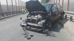Wpadł na barierki, po chwili zderzyły się trzy inne samochody