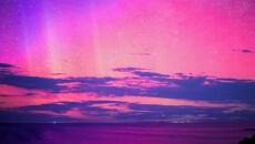 Spadające gwiazdy na tle aurory australis
