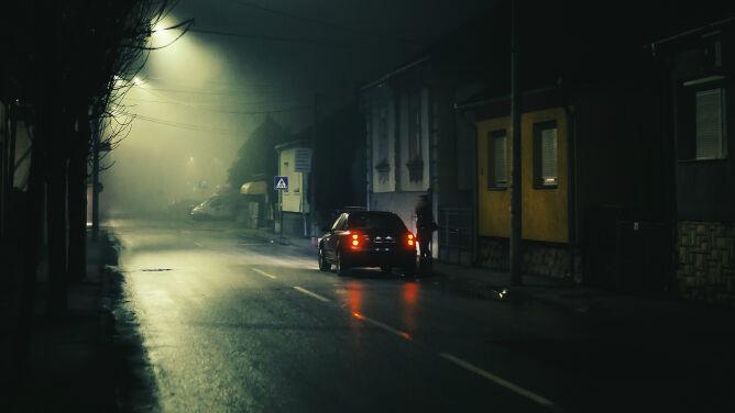 Mgła i przelotne opady utrudnią podróżowanie